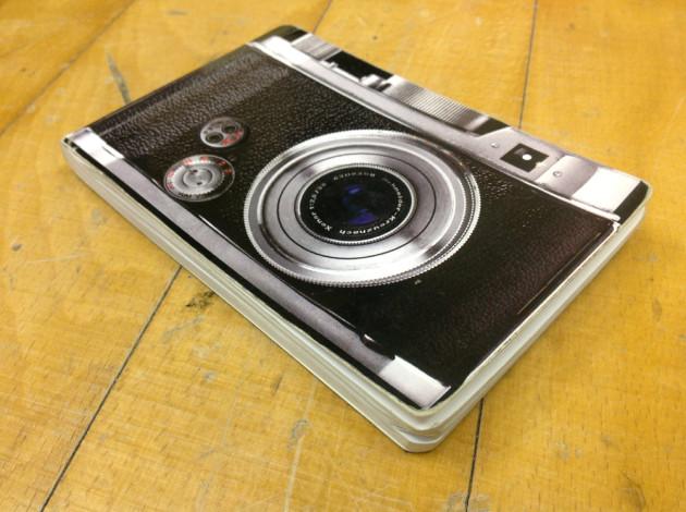 カメラ型のノートだった。