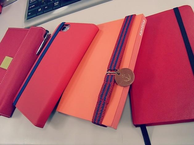 赤い手帳たち?