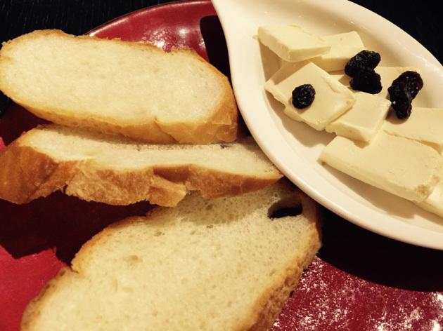 文房具カフェのチーズと生ハム