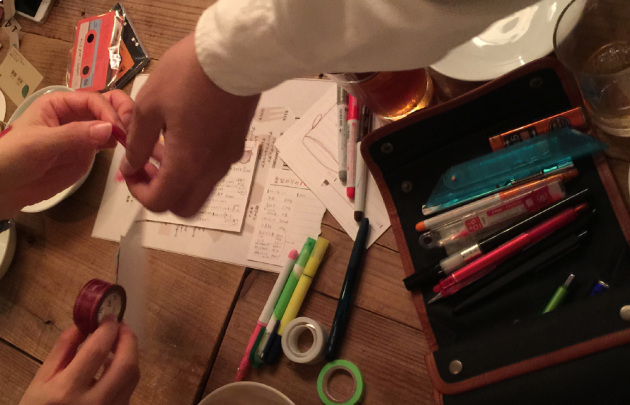 文具コンのワーク、カラフルに装飾