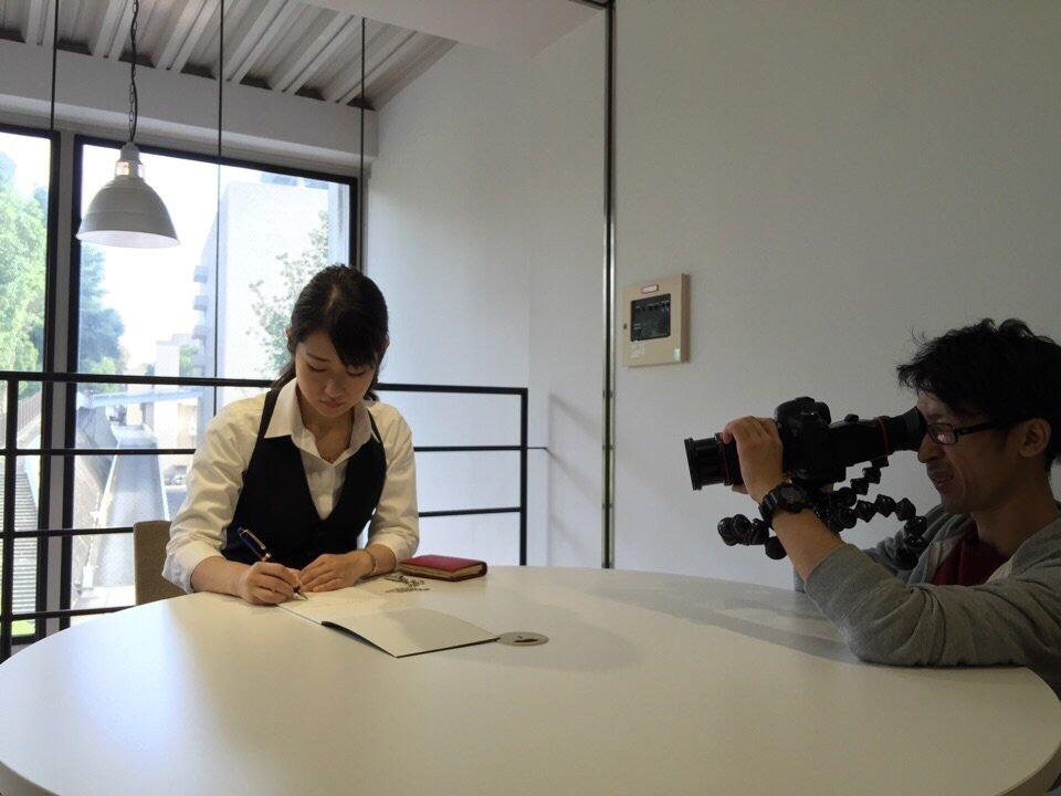 【プラチナ万年筆/自筆リレーメッセージ】紙ヒコーキが世界を駆け巡る動画が話題に。