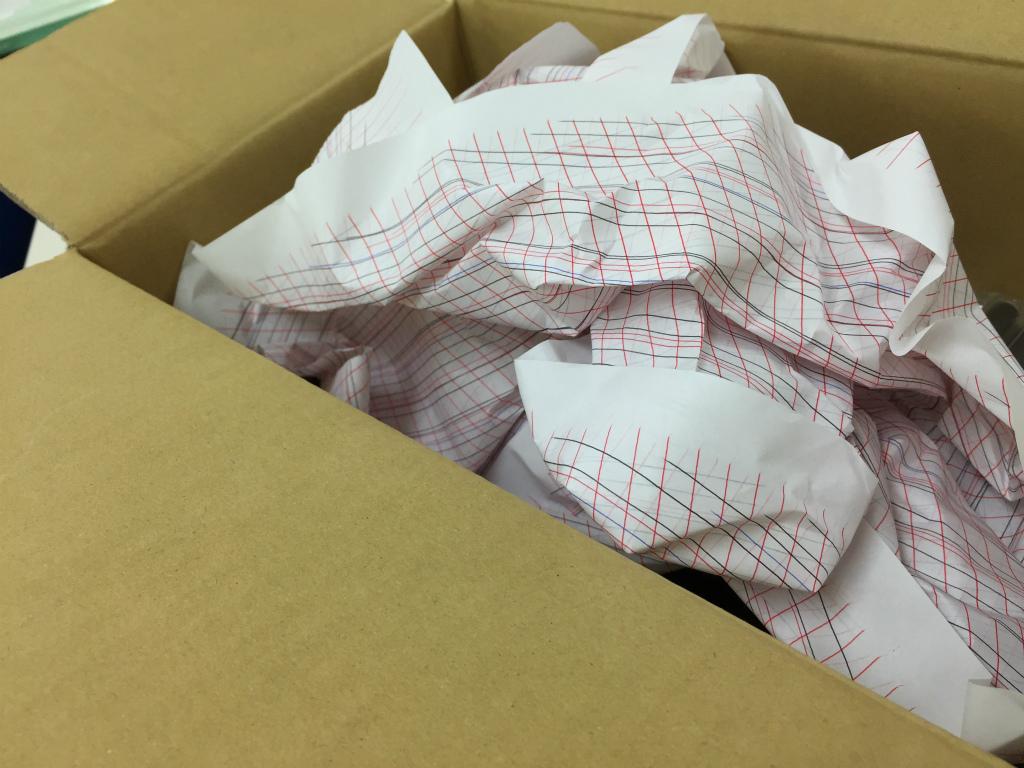 【マルマン・ぺんてる/緩衝材の紙】文具メーカーさんならではの隙間紙に萌える。