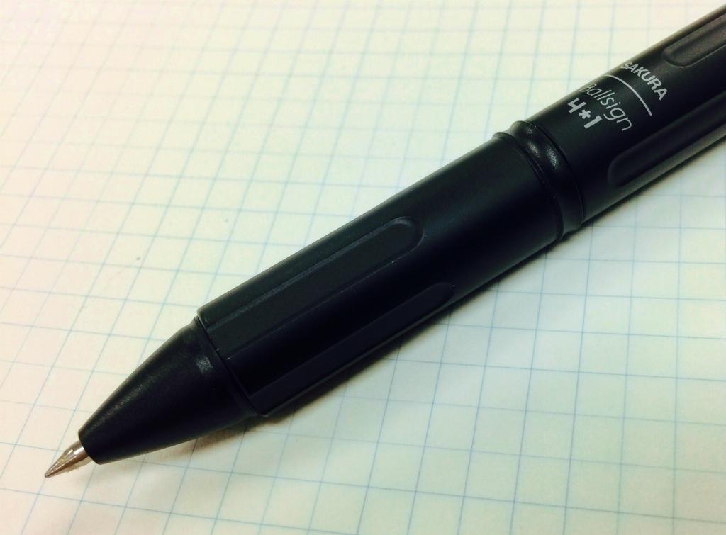 【サクラクレパス/Ballsignプレミアム4*1】黒く、重く、硬く、冷たい。ザ・男のペン。