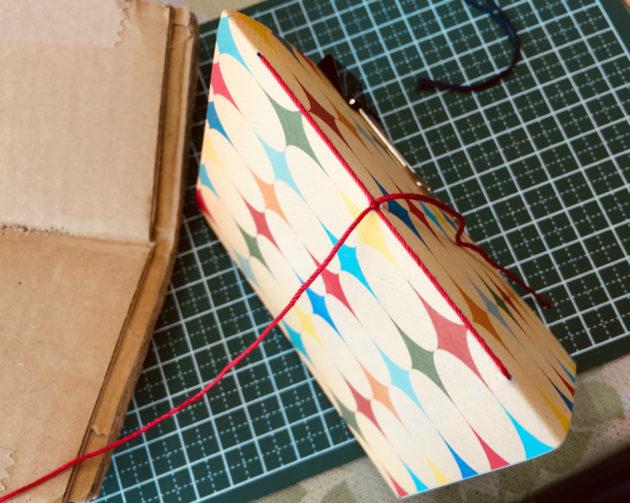 3つ穴の糸かがり製本