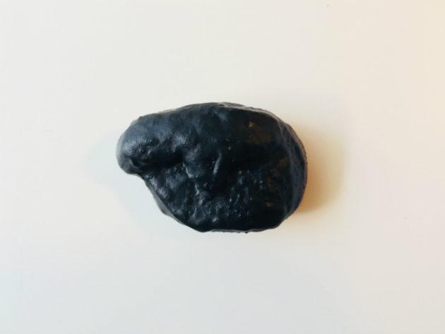 ゴムで覆われたモアイ石