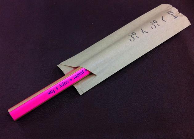 ぷんぷく堂で鉛筆を買うとこうやって包んでくれる