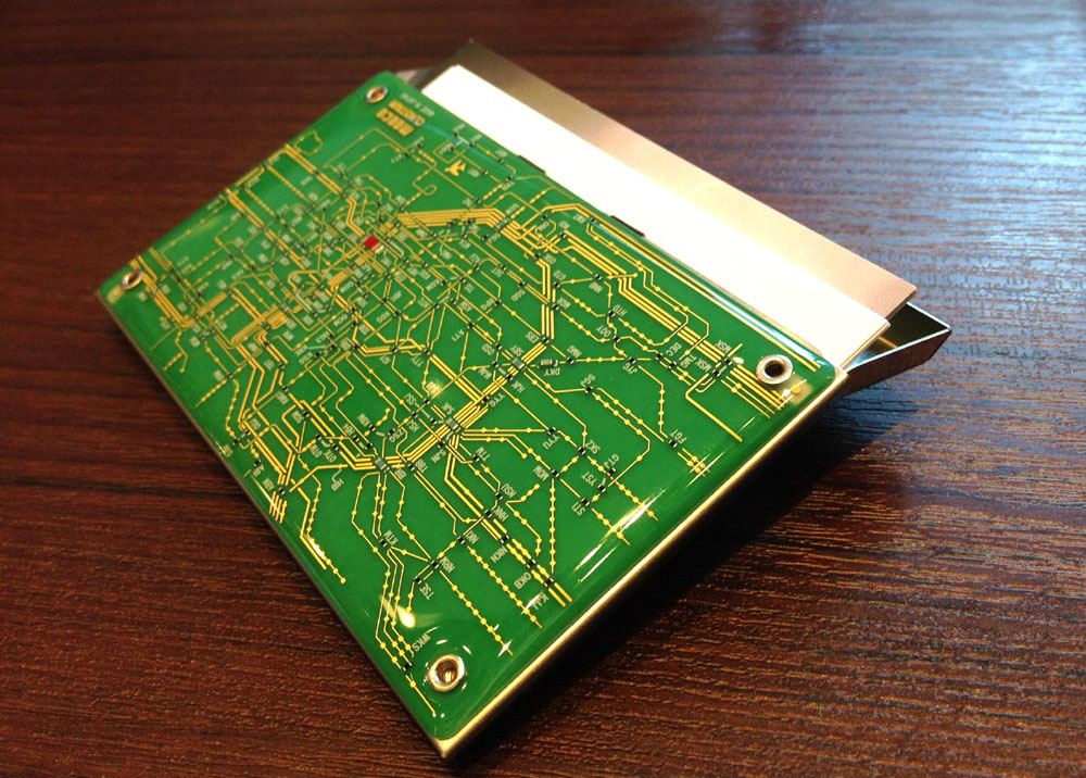 【moeco/Tokyo Railway Electric Circuit Green (card case)】基板萌えしていた少年が作り上げた芸術作品