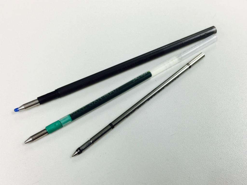 【ボールペン/4C芯】金属の替え芯とプラのリフィルと、どちらがたくさんインクが入るのか?